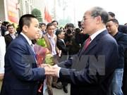 越南国会主席阮生雄会见2015年第二次越南青年人才大会代表