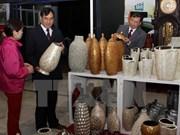 第11届越南手工艺村展览会展示各手工艺村独特产品