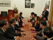 河内市与波兰华沙市加强合作