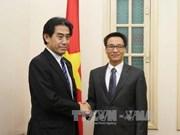越南政府副总理会见日本众议院预算委员会委员长