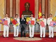 越南国家主席张晋创向新任最高人民检察院检察员颁发任命书