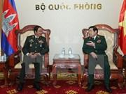 国防部长冯光青大将会见柬埔寨王家军退伍军人协会代表团