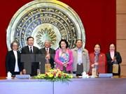 越南国会副主席阮氏金银会见海阳省历届国会代表团