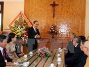 越南祖国阵线中央委员会主席走访慰问得乐省基督教神职人员和信教群众