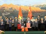 阮生雄主席与中国全国人大常委会委员长张德江签署合作协议