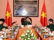 越南国防部长冯光青大将与中国国防部长常万全上将举行电话会谈