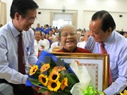 """胡志明市向141为母亲授予和追授""""越南英雄母亲""""称号"""