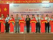 越南国会副主席阮氏金银出席槟椥省抚恤房移交仪式
