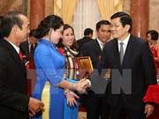 越南国家主席张晋创与中小型企业协会代表会面