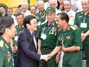 越南给革命有功者赠送2016年丙申春节的礼物