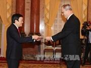 张晋创主席会见各国驻越大使