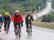 美国驻越大使结束从河内至承天顺化省的自行车旅程