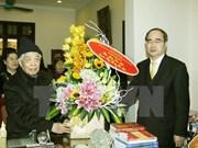 越南祖国阵线中央委员会主席阮善仁向越南党和国家原领导人拜年