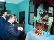 越南国会主席阮生雄在胡志明主席遗迹区敬香