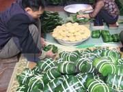 """粽子与""""冲年喜""""等是越南人过年必不可少的贡品和习俗"""