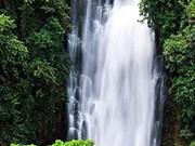 林同省雄浑壮丽的瀑布
