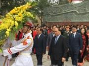 越南政府副总理阮春福出席2016年栋多丘庙会