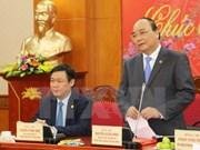 越南政府副总理阮春福探访越共中央经济部
