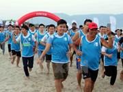 """""""岘港海滩赤足奔跑""""比赛活动增进各国的友谊"""