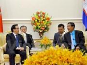 柬埔寨领导人分别会见越共中央总书记特使黄平君