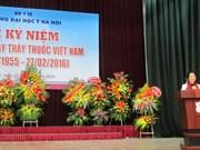 全国各地纷纷举行活动庆祝越南医师节