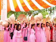 胡志明市呼吁人民穿上传统长衣