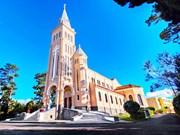 大叻市的公鸡教堂与圣母教堂