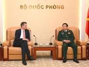 越南国防部副部长阮志咏上将会见德国国防部高级代表团