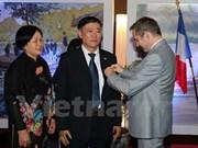 法国向越南国家图书馆前馆长授予文学艺术勋章