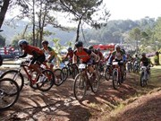 第二次国际山地自行车越野挑战赛在越南大叻市举行