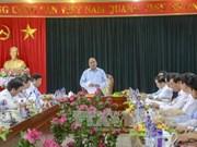 阮春福副总理视察奠边省国会和各级人民议会代表选举准备工作