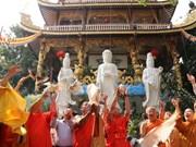 越南侨胞为英雄烈士们举行超度法会