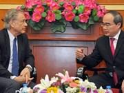 越南祖国阵线中央委员会主席阮善仁会见瑞士客人