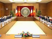 越南国会主席阮生雄与法国国民议会议长巴尔托洛内举行会谈