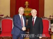越共中央总书记阮富仲会见法国国民议会议长克洛德·巴尔托洛内