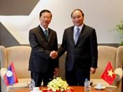 越南政府副总理阮春福会见老挝政府副总理宋沙瓦•凌沙瓦