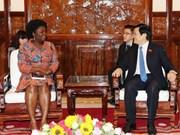 越南国家主席张晋创会见世界银行驻越首席代表维多利亚·克瓦