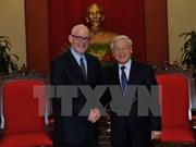 越共中央总书记阮富仲会见美共全国主席约翰•巴切特尔