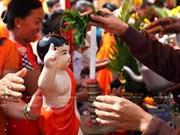 越南向柬埔寨驻越大使馆工作人员致以高棉新年祝福