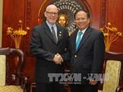 胡志明市领导人会见美共全国主席约翰•巴切特尔
