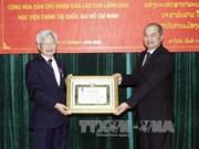 胡志明国家政治学院领导荣获老挝国家勋章