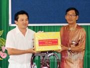 越南西南部地区事务指导委员会向茶荣省高棉族同胞致以传统新年祝福