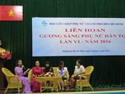 胡志明市向100名模范民族妇女给予表彰