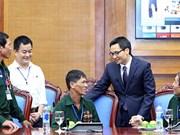 越南政府副总理武德儋会见宜安与河静两省重残军人代表团