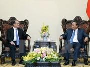 越南政府总理阮春福会见中国香港新华集团主席蔡冠深