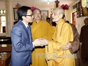 政府副总理武德儋佛诞节走访慰问佛教协会证明理事会法主