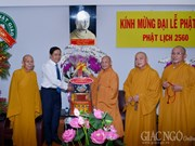 越南祖国阵线中央委员会领导佛诞节走访慰问胡志明市佛教界人士