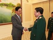 越南国防部长吴春历会见各国驻越大使