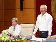 越南国会副主席汪周刘会见富安省历代国会代表团