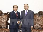 越南政府总理阮春福会见老挝司法部部长桑蒂冯